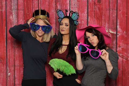 queen and fine ladies in front of a photo box - photobooth party