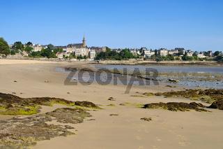 Dinard in der Bretagne, Frankreich - the town Dinard in Brittany, France