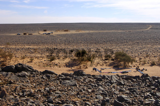 Blick das steinreiche Plateau Mesak Settafek