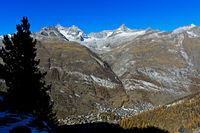 Blick in das Mattertal mit dem Ort Zermatt