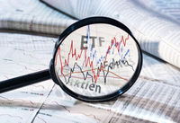 Magnifier and courses of ETF, funds and stocks