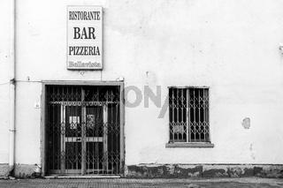 Gechlossene Bar in Fertilia, Sardinien