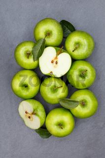 Äpfel Apfel grün Obst Schiefertafel Frucht Früchte Hochformat von oben