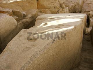 Unvollendeter Obelisk aus Rosengranit im Steinbruch in Assuan