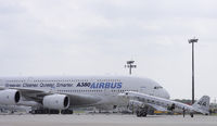 Airbus A380 und Douglas DC-2