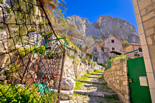 Omis old stone mediterranean street under rock view