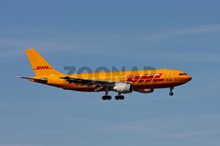 DHL Airbus A300 beim Landeanflug