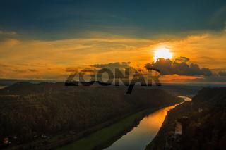 Nationalpark sächsische Schweiz Elbsandsteingebirge Bastei im Sonnenuntergang