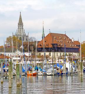 Konstanzer Hafen mit Konzilgebaeude und Münster