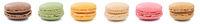 Macarons Macaroons Kekse Sammlung Nachtisch Dessert aus Frankreich in einer Reihe Freisteller