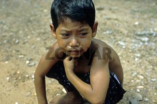 trauriger Junge, Angkor, Kambodscha, Asien / sad boy, Angkor, Cambodia, Asia