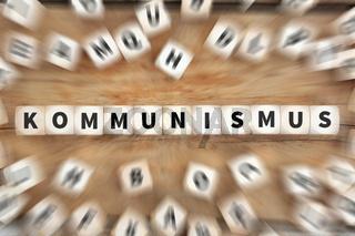 Kommunismus Sozialismus Politik Wirtschaft Finanzen Geld Würfel Business Konzept