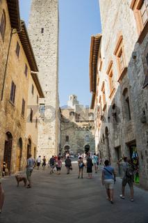 Gasse in San Gimignano, Stadt mit Wohnturm aus dem Mittelalter, Toskana, Italien