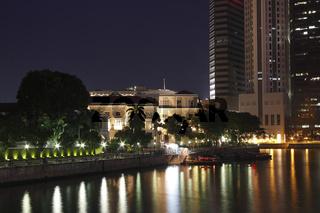 Blick über den Singapore-river auf dasFinanzzentrum Singapur