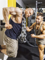male bodybuilder doing dips with chains