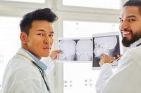 Zwei kompetente Ärzte als Radiologen