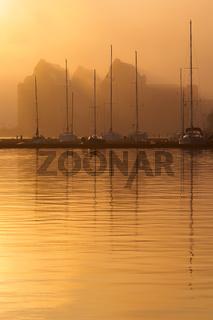 Sonnenaufgang im Stadthafen von Rostock