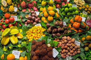 Tropische Früchte in der Boqueria in Barcelona