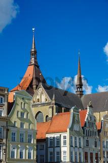Blick auf die Marienkirche in Rostock