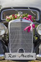 Pure nostalgia - with the classic car for the wedding