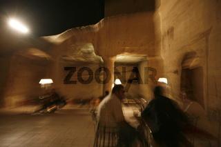 Ein Cave Bar dies im Dorf Wadi Musa bei der Historischen Felsstadt Petra im Sueden von Jordanien