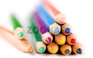 Buntstifte freigestellt vor weißem Hintergrund