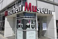 Präparat, Plastinat, Eingang zum  Menschen Museum, Berlin, Deuts