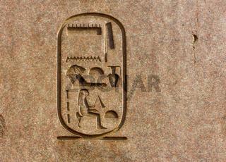 Kartusche der Hatschepsut auf einem Obelisken im Luxor Tempel