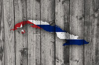 Karte und Fahne von Kuba auf verwittertem Holz - Map and flag of Cuba on weathered wood