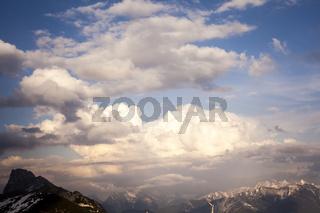 Sonnenuntergang in den Bergen von Vorarlberg, Österreich,  Europa.