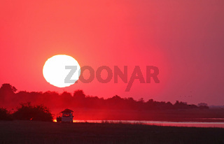 Sonnenuntergang am Chobe Fluss, Botswana; Sundown at Chobe River, Botswana