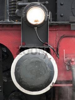 Puffer und Scheinwerfer an historischer Dampflok