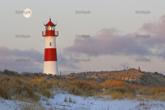The red and white lighthouse of List Ost on the Ellenbogen peninsula, List, Sylt, Germany, Europe