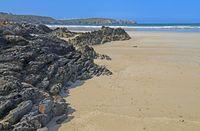 felsiger Strand am Atlantik, Frankreich rocky beach at the Atlantic Ocean, France