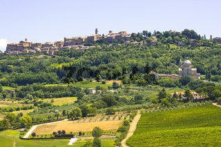 Blick auf Montepulciano, historische Stadt der Renaissance, Toskana, Italien