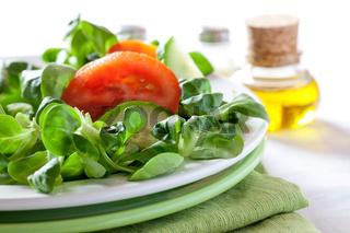 frischer Salat mit Tomate