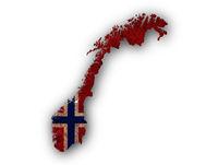 Karte und Fahne von Norwegen auf rostigem Metall - Map and flag of Norway on rusty metal