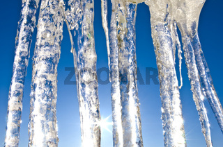 eiszapfen im gegenlicht, lappland, norrbotten, schweden, close  up of icicles in backlight, lapland, sweden