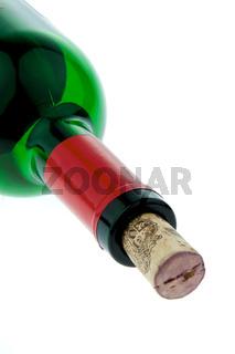 Weinflasche mit Rotwein und Weinkorken