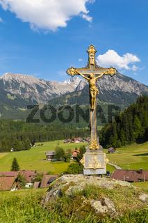 Im Kreuz ist Heil - Landschaft bei Fischen, Allgäu, Deutschland, Mai