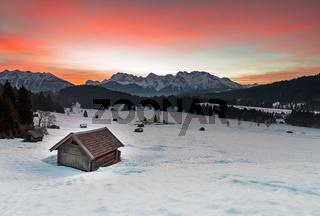 Sonnenaufgang am Geroldsee im Winter
