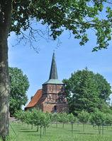 D--Usedom-die spätgotische Dorfkirche von Mönchow.jpg
