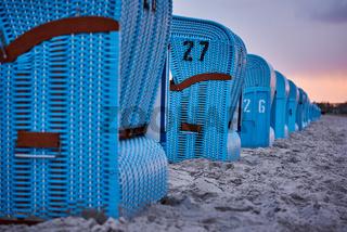 Blaue Strandkörbe