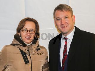 Beatrix von Storch (AfD Bundesvorstand) und Andre Poggenburg (Landesvorsitzender der AfD in Sachsen-Anhalt) bei einer AfD-Demonstration am 09.11.2016 auf dem Domplatz in Magdeburg