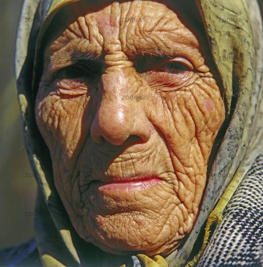 Alte faltige Frau