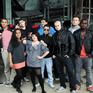 große Gruppe  - internationale Jugendliche