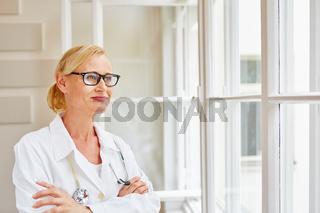 Frau als kompetente Fachärztin