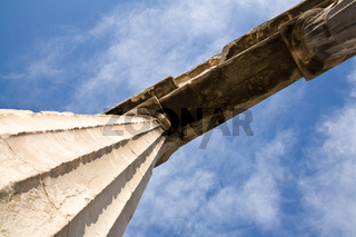 Tempelsaeulen in der roemischen Agora in Athen