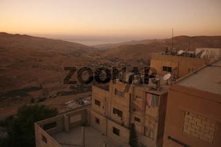Das Karak Castle oder die Karak Burg im Dorf Karak auf der Koenigsstraase im Zentrum von Jordanien