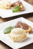 Mandarineneis und Marmorkuchen